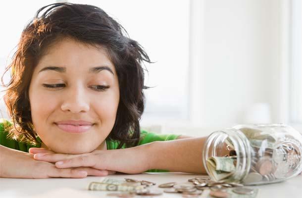 student-life-Millennials-struggle-save-money